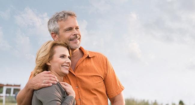 couple_orange_shirt